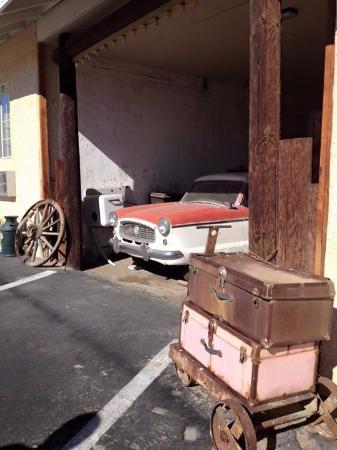 Barstow, Californien: Metropolitan in the garage.