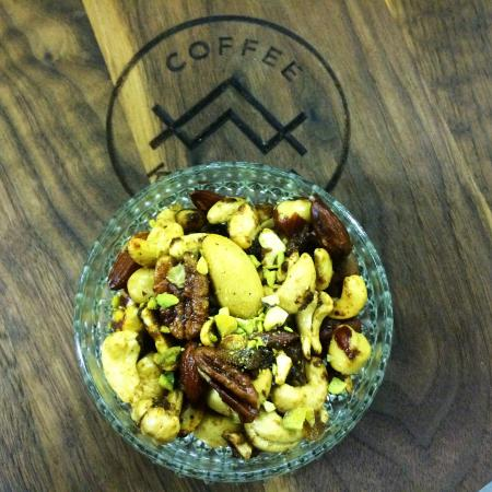Pender Island, Canadá: Warm Housemade Spicy Nuts