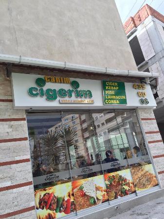 Izmir Province, Turquia: Canım Ciğerim'de Ciğer şiş,Adana kebap,Soğan kebap,Patlıcanlı kebap,lahmacun ve daha nice kebapl