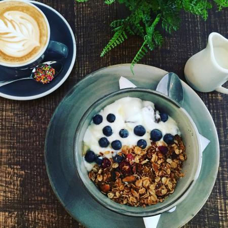 Toowoomba, Australia: Yummy Finch granola with blueberries and natural yoghurt