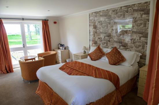 Sudbury Hotels With Jacuzzi Rooms
