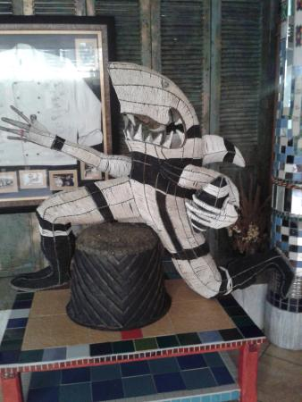 Kloof, África do Sul: some art that they have threr. Sharkie