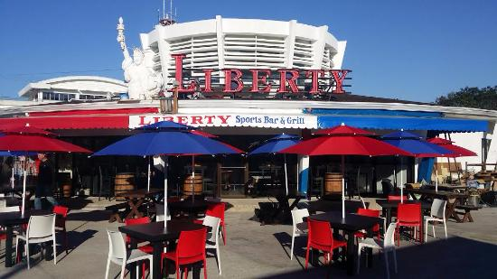 Liberty Sports Bar: Sunny afternoon outside ocean front