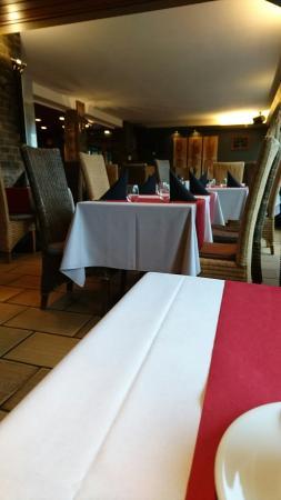 Am Clubhaus op der Spora: Repas seul un jour triste et pluvieux ☔