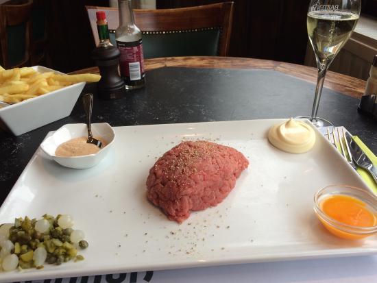 Heverlee, Βέλγιο: Huisgemaakte steak tartare