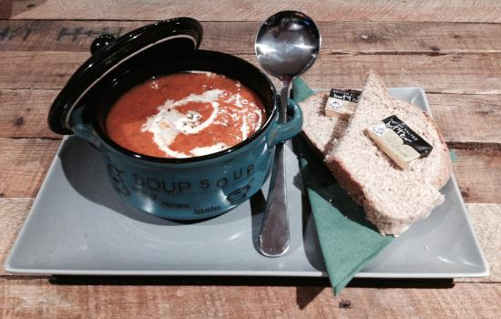 Honiton, UK: Fresh soup and bread
