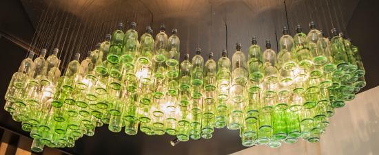 flaschenlampe bild von laurenz weinbar restaurant vinothek mainz tripadvisor. Black Bedroom Furniture Sets. Home Design Ideas