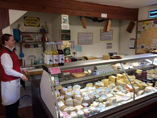 Totnes, UK: Country Cheeses Counter