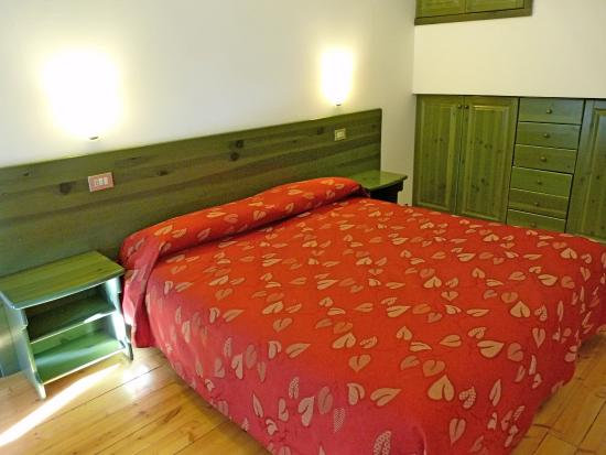 Hotel Restaurant La Rosa: camera a 2 livelli -  zona letto piano superiore