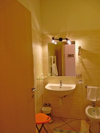 Hotel Restaurant La Rosa: bagno camera matrimoniale standard