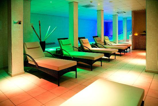 Buxton, UK: Facilities include a hydrotherapy pool, foot baths, Hammam wet room, sauna