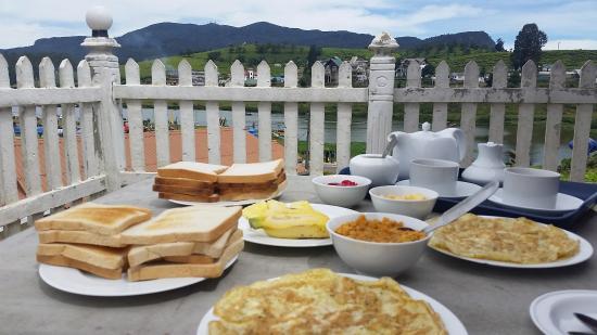 Royal Hotel: breakfast