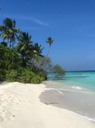 Asdu Sun Island: Beach and water