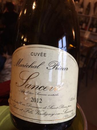 Cosne-Cours-sur-Loire, Γαλλία: Vins tops et plats Tjs aussi intéressants