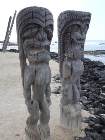 Honaunau, Hawái: Tiki sentinels at the shore