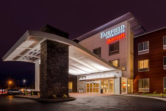Utica, Νέα Υόρκη: The All New Fairfield Inn & Suites by Marriott is just 1/4 mile from Interstate-90