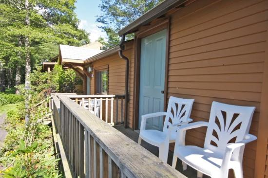 Wiscasset, Μέιν: Cottage rooms with private porches