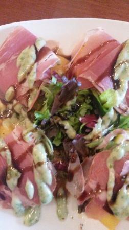 Sutter Creek, CA: Prosciutt & Peach Salad