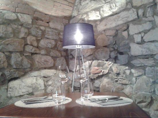 Apremont, فرنسا: Restaurant table coin