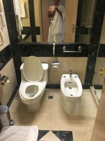 Hilton Makkah: Room and bath