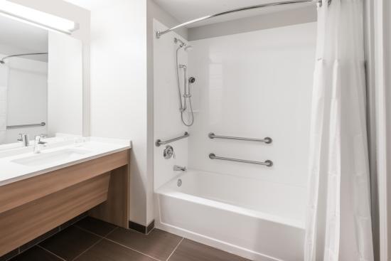 Penn Yan, estado de Nueva York: Standard Guestroom Bathroom