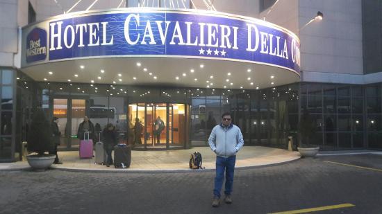 Cardano al Campo, Włochy: Good  cooperative  Staff
