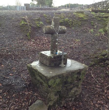 Tuam, Irlandia: The original Mass Rock at Sylane