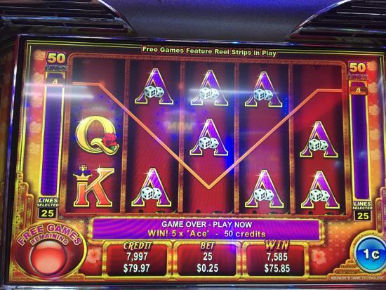 Tropical Casino at Holiday Inn Nayaquez: photo2.jpg