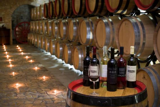Spata, Grecia: Barrel room