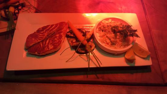 Pertuis, France : Pavé de saumon et son riz parfumé