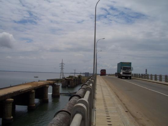 Mannar, Sri Lanka: Old bridge-  New bridge