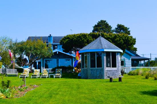 Long Beach, WA: An oceanside view of Boreas Inn and Spa building