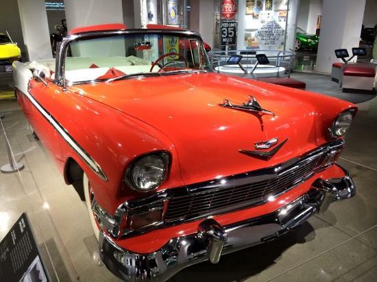 建物の外観 Picture of Petersen Automotive Museum Los Angeles