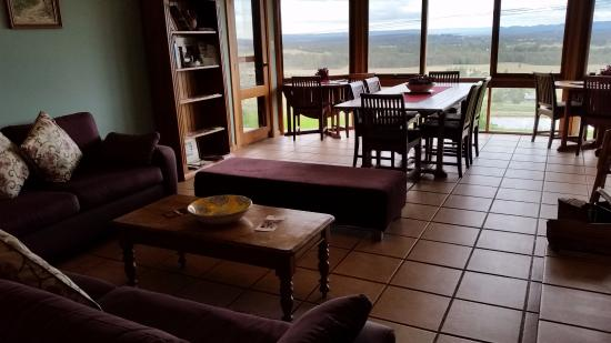 Lovedale, Australia: Lounge Dining with View