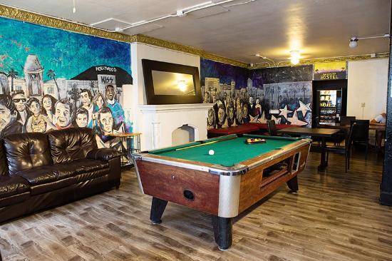Walk of Fame Hostel: Main Lounge/Pool Room area