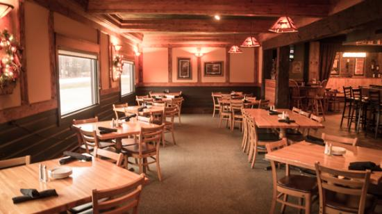 Gaylord, MI: Rustic-yet-refined dining: bar seating area