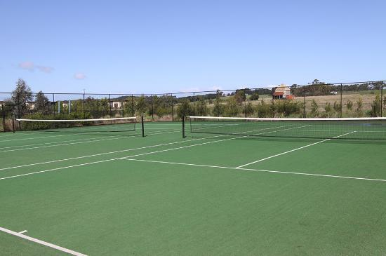 Ramada Resort Phillip Island: Tennis Court