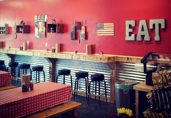 Портервилль, Калифорния: The Anvil BBQ interior