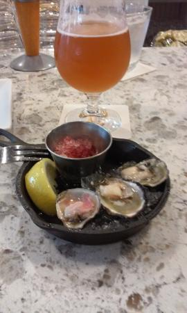 Edmonds, WA: Awesome oysters!