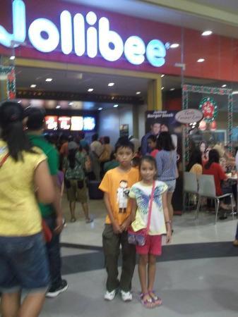 Wyspy Visayan, Filipiny: Famous Restaurant in the Philippines JollieBee.