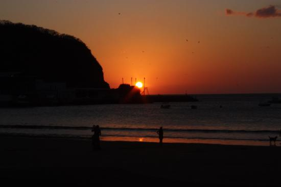 San Juan del Sur, Nicaragua: Picture perfect sunset from one of the many restaurants on the beach.