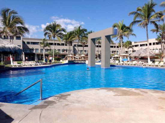 pool for the laid back people picture of holiday inn resort los rh tripadvisor ca