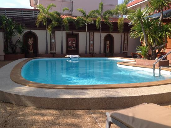 Mai Thai Guest House: Ronnie's pool, great for cooling off