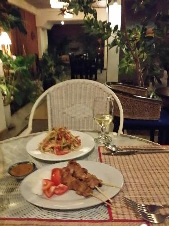 Frangipani Fine Arts Hotel: Bunsong's Plates