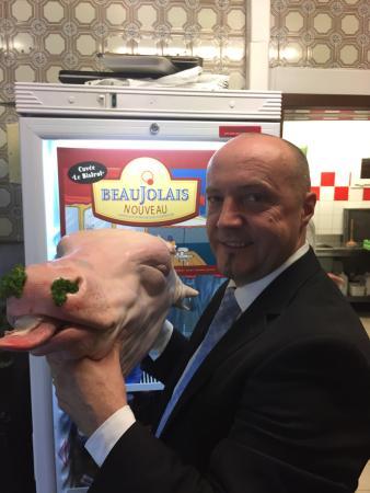 Hesdin, Francia: Le troisième vendredi du mois, nous vous proposons la tête de veau accompagnée de sa sauce gribi