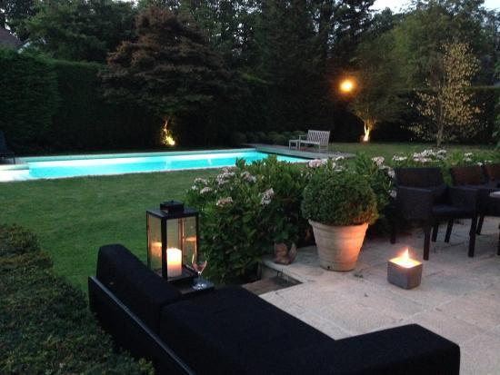 Grimbergen, Belgia: Lekker kalm, mooie tuin, verwarmd zwembad