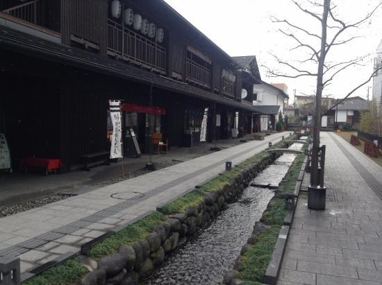 Nanukamachi Gotenzeki: 堰に沿った店舗