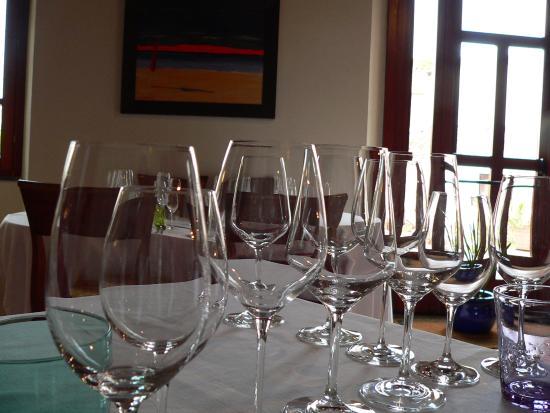 Siddi, Italie : Questa era la batteria di bicchieri per il pranzo dedicato al vino.