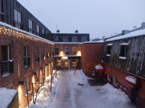 Entrada para o Hotel Bern com o manto de neve.