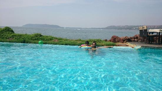 Infinity pool picture of goa marriott resort spa panjim tripadvisor for Resorts in goa with private swimming pool